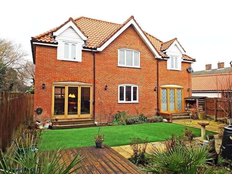 4 Bedrooms Detached House for sale in Bridge Court, Cromer Road, North Walsham, Norfolk, NR28