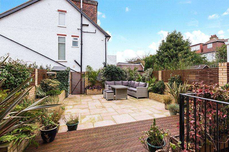 2 Bedrooms Flat for sale in Burntwood Lane, Wandsworth, London, SW17