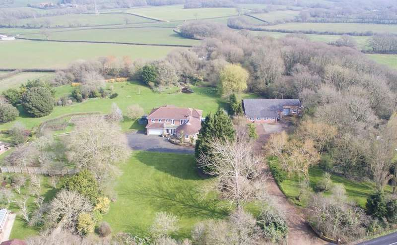 5 Bedrooms Detached House for sale in House Outbuilding with planning. Hillis Gate Road, Cowes
