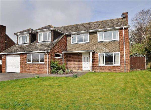 5 Bedrooms Detached House for sale in Mersham Village