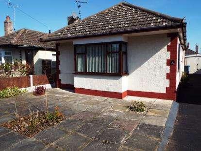House for sale in Ffordd Penrhwylfa, Prestatyn, Denbighshire, LL19