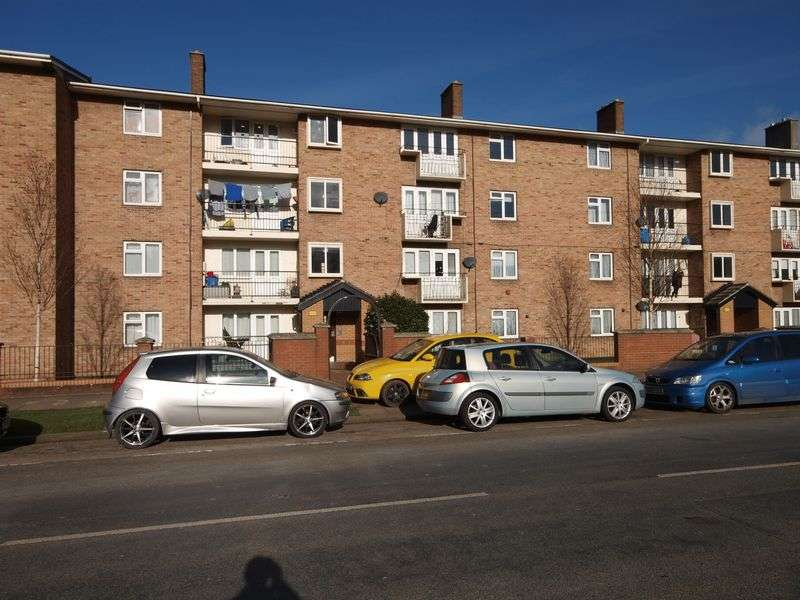 2 Bedrooms Flat for sale in Long Cross, Bristol