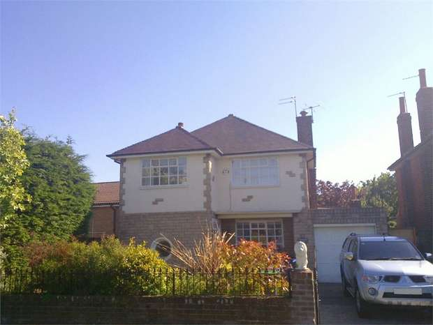 3 Bedrooms Detached House for sale in Grizedale Road, Blackpool, Lancashire
