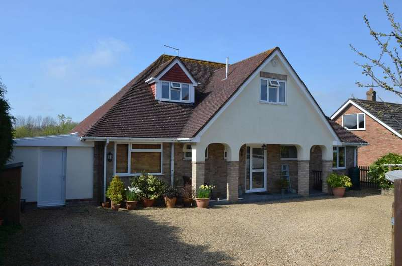 4 Bedrooms Detached House for sale in HOLT - WHITEMOOR
