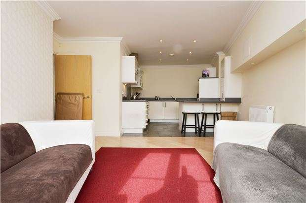 2 Bedrooms Flat for sale in Brookbank Close, CHELTENHAM, Gloucestershire, GL50 3NS