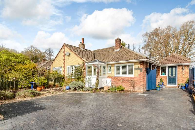 2 Bedrooms Semi Detached Bungalow for sale in Farnham