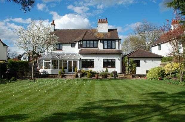 4 Bedrooms Detached House for sale in Wellingborough Road, Abington, Northampton NN3 3HZ