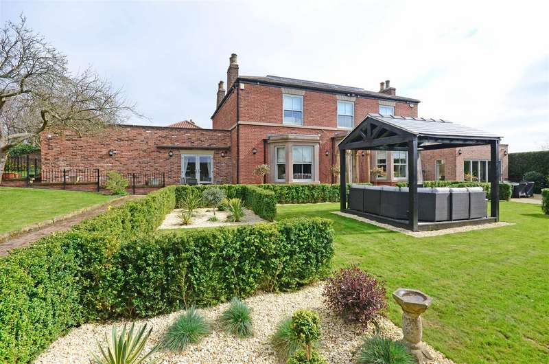 5 Bedrooms Detached House for sale in Guilthwaite House, Guilthwaite Hill, Whiston, Rotherham, S60 4NE