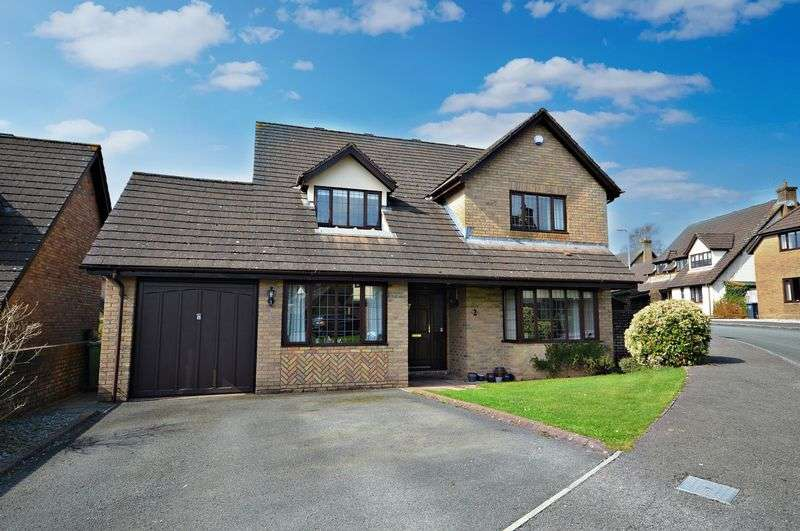 4 Bedrooms Detached House for sale in Badgers Meadow, Ponthir