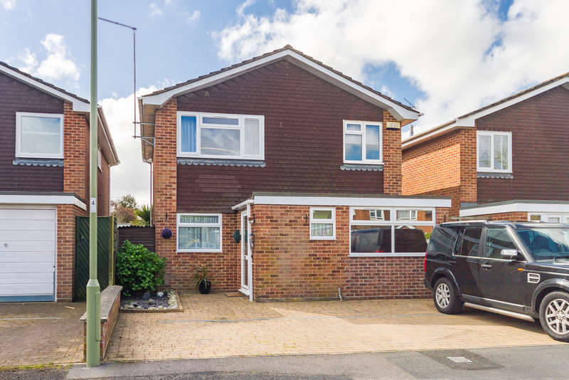 4 Bedrooms Detached House for sale in Ringwood, Hampshire