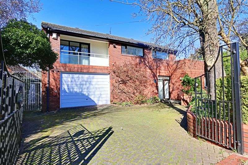 3 Bedrooms Detached House for sale in Newland Park, Hull