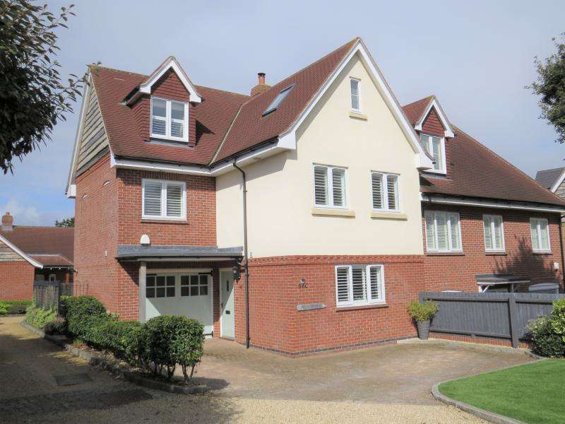 5 Bedrooms House for sale in Barton on Sea