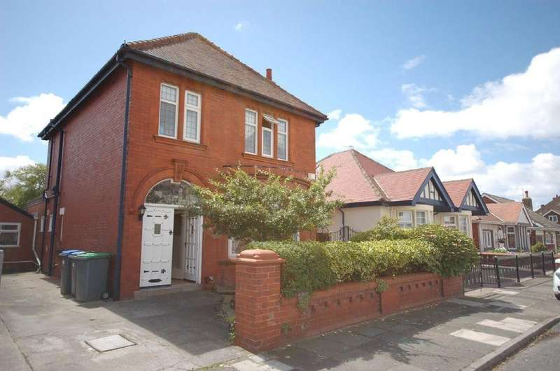 4 Bedrooms Detached House for sale in Kingston Avenue , Blackpool