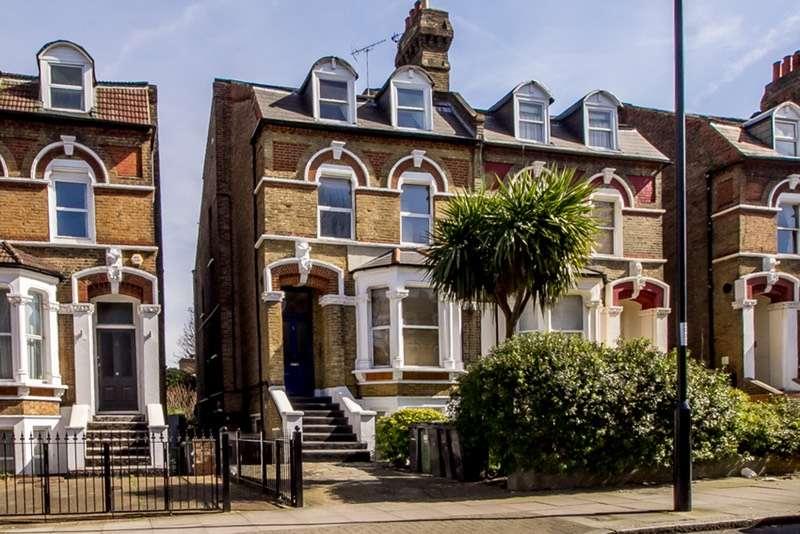 2 Bedrooms Flat for sale in Pepys Road, London, London, SE14