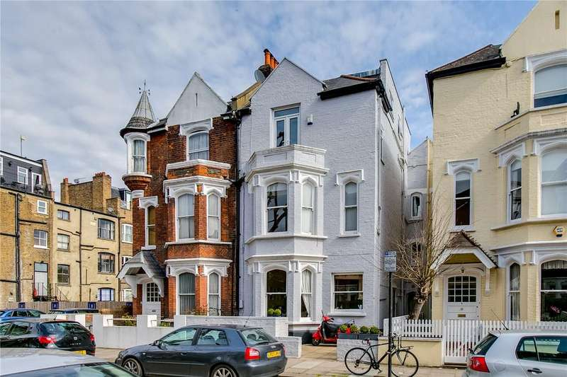 2 Bedrooms Flat for sale in Whittingstall Road, Parsons Green, London