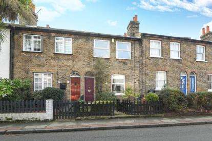 2 Bedrooms Cottage House for sale in Park Road, Chislehurst
