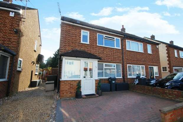 3 Bedrooms Semi Detached House for sale in New Road, Hanworth