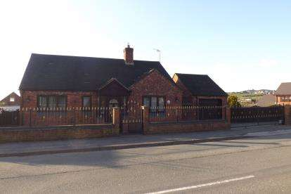 4 Bedrooms Detached House for sale in High Street, Newchapel, Stoke-On-Trent, Staffordshire