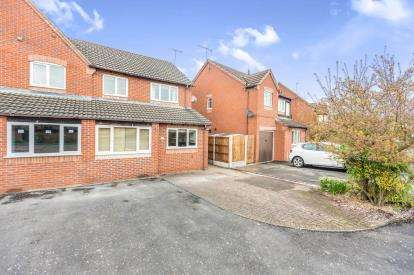 3 Bedrooms Semi Detached House for sale in Farne Avenue, St Peters, Worcester, Worcestershire