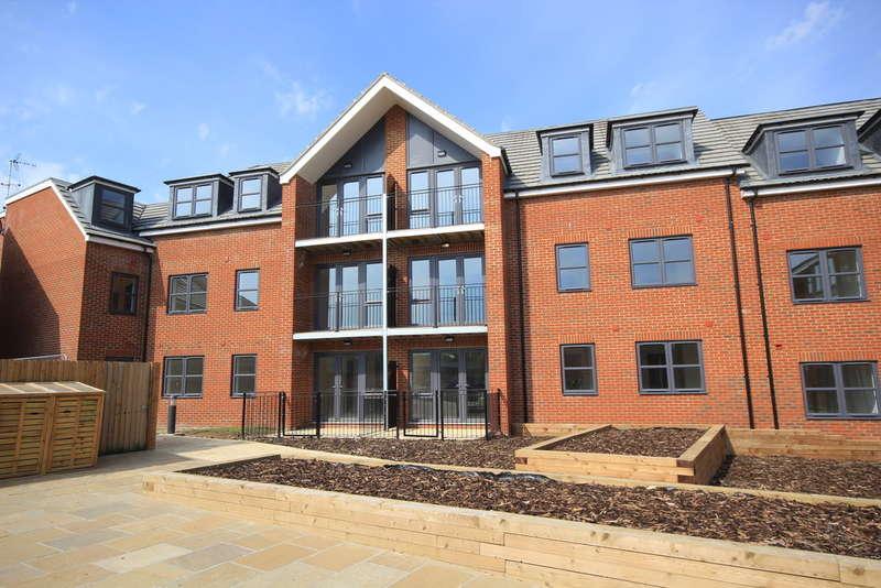 2 Bedrooms Flat for sale in Heath View, Baldock Road, Royston