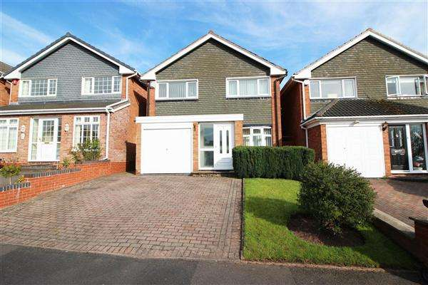 3 Bedrooms Detached House for sale in Bude Road, Walsall