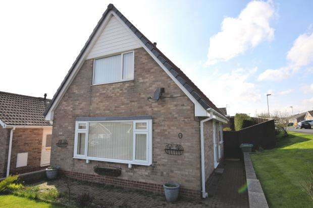 3 Bedrooms Detached House for sale in Redcliff Close, Osgodby, Scarborough, North Yorkshire YO11 3RG