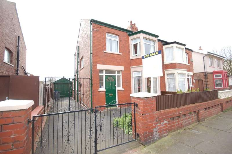 3 Bedrooms Semi Detached House for sale in Kingston Avenue, Blackpool