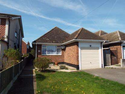 2 Bedrooms Bungalow for sale in Hullbridge, Hockley, Essex