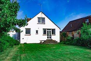 4 Bedrooms Bungalow for sale in North Way, Bognor Regis
