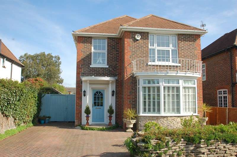 4 Bedrooms Detached House for sale in Vectis Road, Alverstoke, GOSPORT