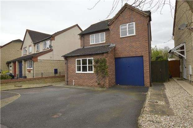3 Bedrooms Detached House for sale in Minster Close, Bishops Cleeve, GL52 8YU