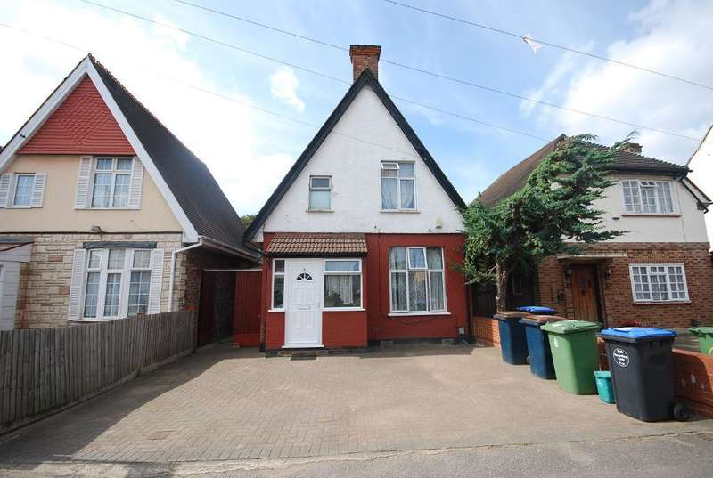 3 Bedrooms Detached House for sale in PARK ROAD, WEMBLEY, MIDDLESEX, HA0 4AT