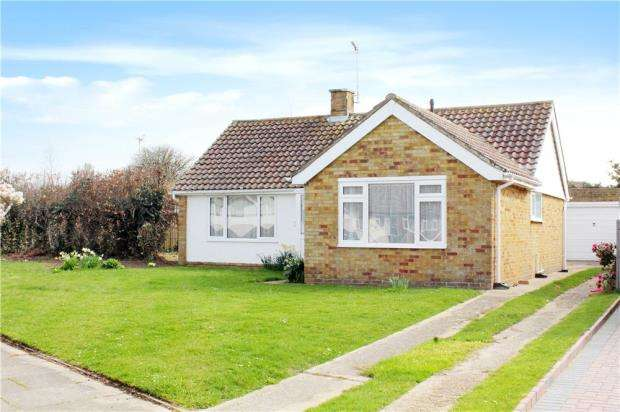 2 Bedrooms Detached Bungalow for sale in Madehurst Way, Littlehampton, West Sussex, BN17