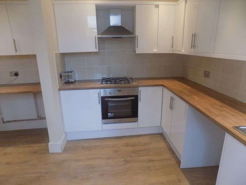 4 Bedrooms Semi Detached House for sale in Lea Road, Gainsborough