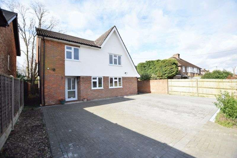4 Bedrooms Detached House for sale in Weston Turville