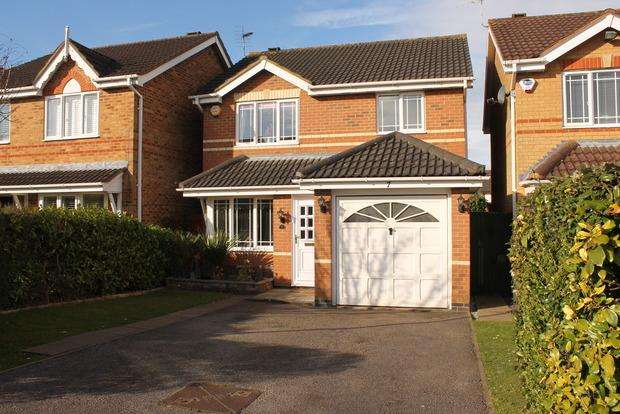 3 Bedrooms Detached House for sale in Haycroft, Luton, LU2