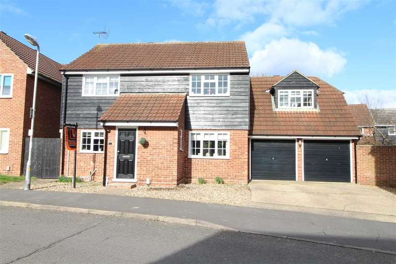 4 Bedrooms Detached House for sale in Roach Vale, Parsons Heath, Colchester