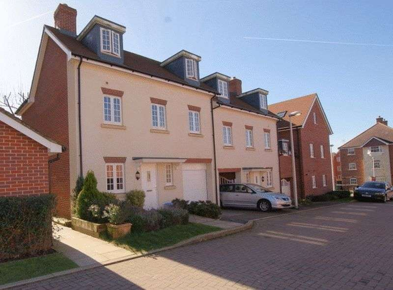 3 Bedrooms Semi Detached House for sale in Uxbridge Road, Wendover Buckinghamshire
