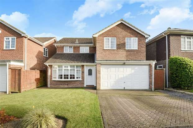 4 Bedrooms Detached House for sale in Cypress Close, FINCHAMPSTEAD, Berkshire
