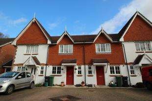 2 Bedrooms Terraced House for sale in Furze Close, Horley, Surrey