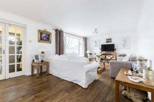 5 Bedrooms Detached House for sale in Rochester Close, Chichester, West Sussex