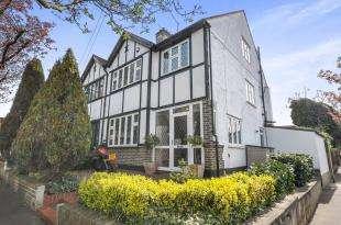 5 Bedrooms Semi Detached House for sale in Rutland Gardens, Croydon