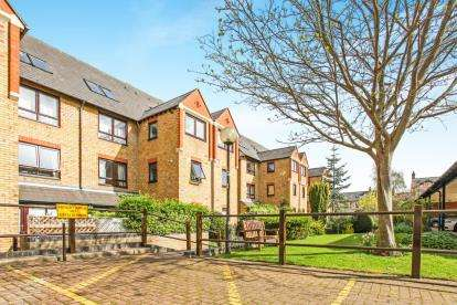 3 Bedrooms Flat for sale in Auckland Road, Cambridge, Cambridgeshire