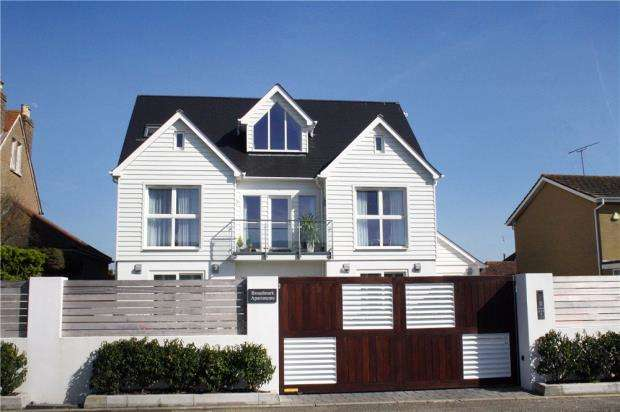 2 Bedrooms Apartment Flat for sale in Broadmark Lane, Rustington, West Sussex, BN16