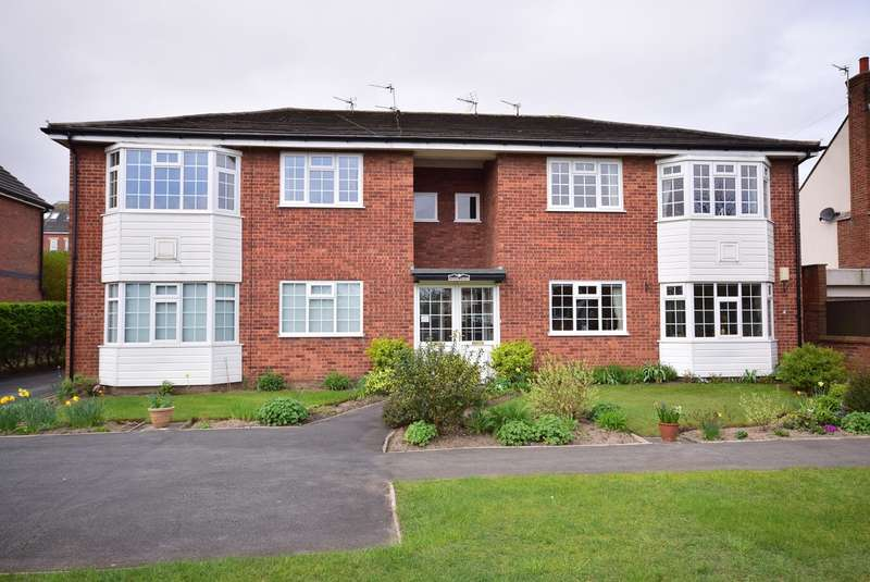 2 Bedrooms Apartment Flat for sale in 390 Clifton Drive North, LYTHAM ST ANNES, FY8
