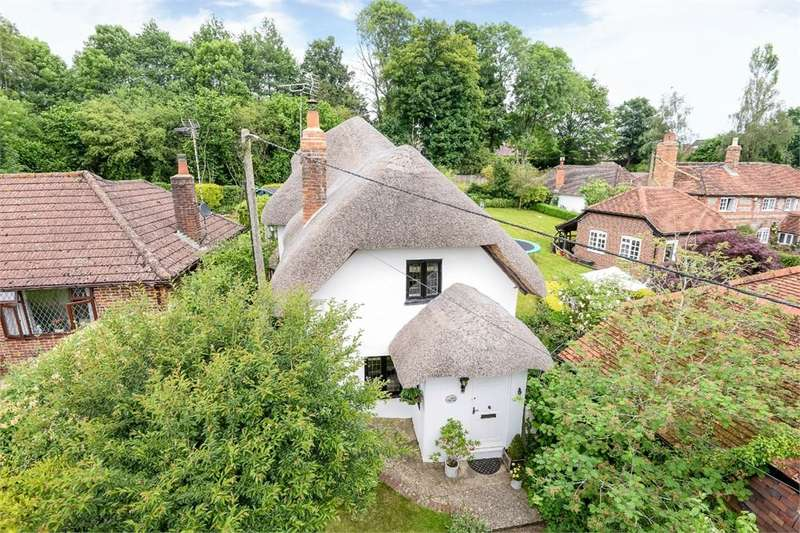4 Bedrooms Detached House for sale in Church Road, North Waltham, Basingstoke, RG25