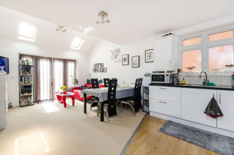 2 Bedrooms Flat for sale in Stanford Road, Norbury, SW16