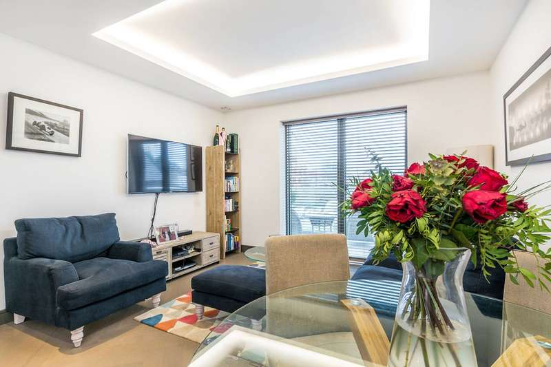 2 Bedrooms Flat for sale in Wharf House, Twickenham, TW1