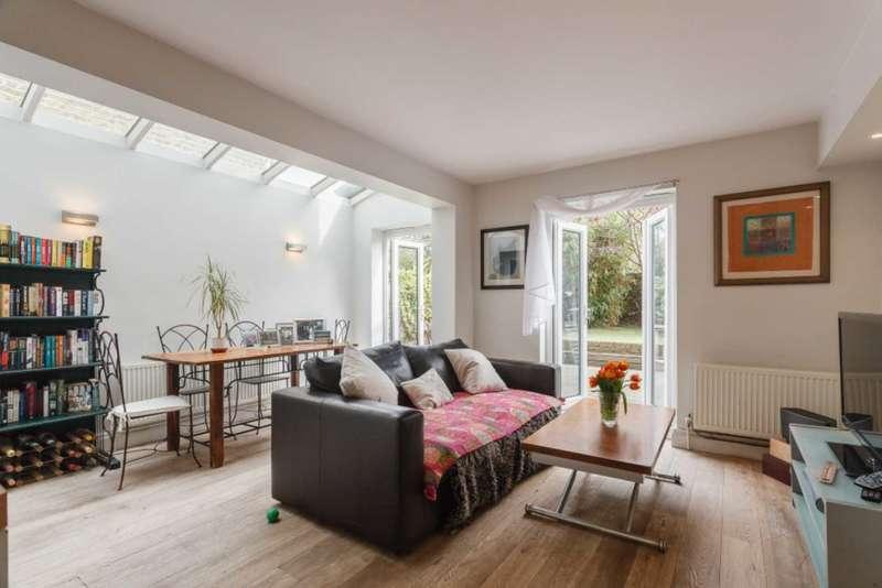 2 Bedrooms Flat for sale in Oaklands Grove, Shepherds Bush, W12 0JA
