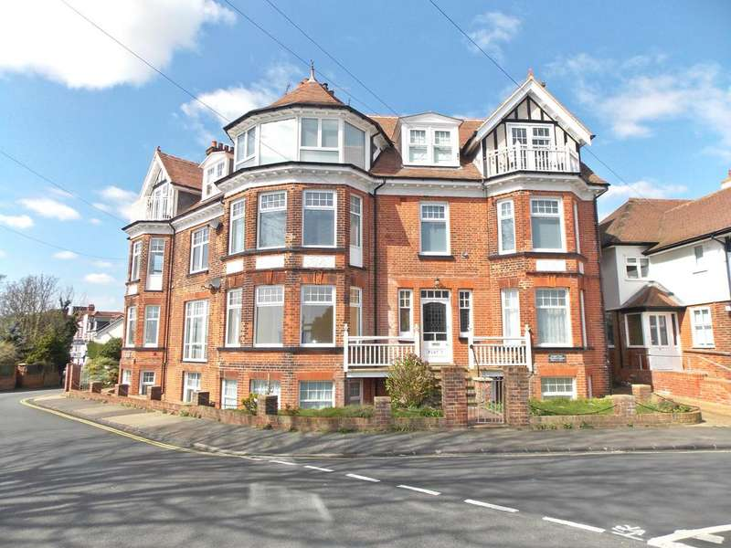 2 Bedrooms Ground Flat for sale in Hamilton Gardens, Felixstowe, Suffolk ip11